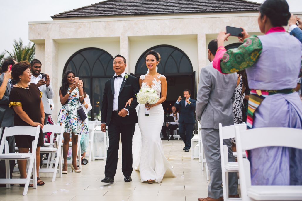 outdoor wedding ceremony at oceans edge atlantis