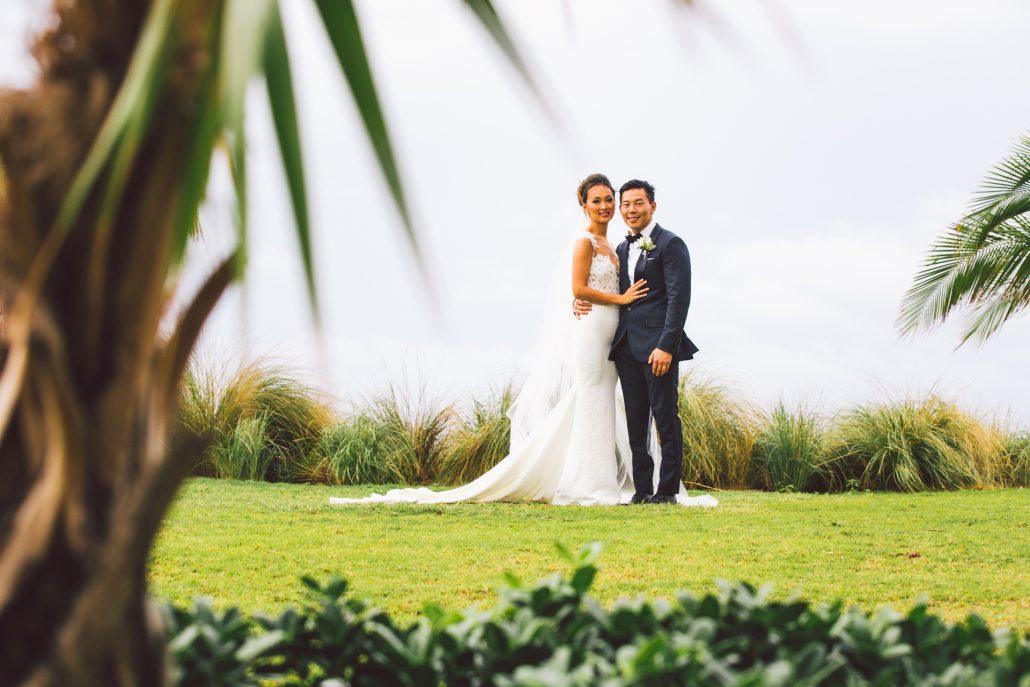 destination wedding oceans edge atlantis bride and groom